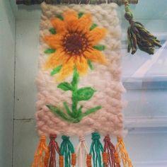 telares con vellon - Buscar con Google Weaving Art, Plant Hanger, Macrame, Crochet Necklace, Google, Felting, Home Decor, Felt Boards, Tapestry Weaving