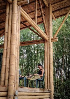 Casa Convento is a low cost wood and bamboo structure on a site in a remote Ecudorian Rainforest. Using about 900 bamboo poles, architect Enrique Mora Alvardo was able to develop this 3 bedroom family bungalow Bamboo Building, Building A Shed, Bamboo Architecture, Vernacular Architecture, Bamboo House Design, Low Cost Housing, Bamboo Structure, Bamboo Poles, Natural Building