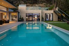 Amazing Contemporary House Design in Beverly Hills: Stunning Exclusive Beverly Hills Residence Exterior Design Swimming Pool ~ SQUAR ESTATE Architecture Inspiration Interior Exterior, Luxury Interior, Exterior Design, Beverly Hills, Houses Architecture, Modern Architecture, Installation Architecture, Ideas De Piscina, Interior Design Magazine
