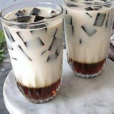 Dessert Drinks, Yummy Drinks, Healthy Drinks, Healthy Smoothies, Dessert Recipes, Indonesian Desserts, Indonesian Food, Milk Tea Recipes, Oatmeal Breakfast Bars