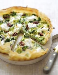 Eat Stop Eat To Loss Weight - Tarte brocolis-chèvre pour 6 personnes - Recettes Elle à Table - remplacer pécan par pignons? - In Just One Day This Simple Strategy Frees You From Complicated Diet Rules - And Eliminates Rebound Weight Gain Quiches, Omelettes, Vegetarian Recipes, Cooking Recipes, Healthy Recipes, Salty Foods, Fat Loss Diet, Stop Eating, Cooking Time
