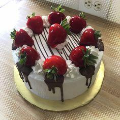 42 Ideas for cake fruit chocolate dessert recipes Cake Decorating Techniques, Cake Decorating Tips, Mini Cakes, Cupcake Cakes, Cake Recipes, Dessert Recipes, Chocolate Desserts, Chocolate Drip, Chocolate Cake