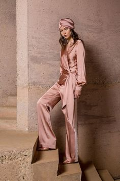 Fashion show by Jonathan Simkhai Resort 2019 . - Jonathan Simkhai Resort 2019 fashion show - Fashion Week, Look Fashion, Runway Fashion, High Fashion, Fashion Beauty, Fashion Show, Fashion Outfits, Womens Fashion, Fashion Tips