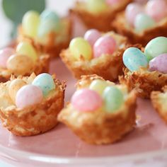 Coconut Macaroon Nests a classic dessert recipe for celebrating spring and Easte. - What to eat - Macarons Quick Dessert Recipes, Fudge Recipes, Dessert Ideas, Dinner Recipes, Dessert Table, Icing Recipes, Jelly Recipes, Candy Recipes, Macarons