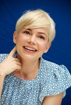 Another cute picture of Michelle Williams cute short pixie haircut that I want to get in the future. Short Pixie, Short Hair Cuts, Short Hair Styles, Cut My Hair, New Hair, Pixie Hairstyles, Trendy Hairstyles, Michelle Williams Pixie, Michele Williams
