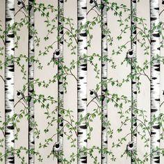 De prachtige Björkdungen stof van het Zweedse bedrijf Arvidssons Textil is ontworpen door Mialotta Arvidsson-Mars. De stof is gemaakt van een goede kwaliteit katoen en heeft een patroon met berken en vogels.