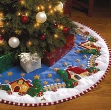 Christmas gifts for kids: sewing mat tutorial Christmas Projects, Christmas Crafts, Christmas Ornaments, Christmas Skirt, Christmas Villages, Felt Christmas Decorations, Christmas Stockings, A Christmas Story, Christmas Holidays