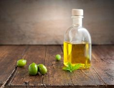 Could olive oil hold the key to fighting cancer? New research suggests that extra virgin olive oil (EVOO) has the power to fight cancer cells! Cancer Fighting Foods, Cancer Cure, Cancer Cells, Baby Popo, Chili Spices, Shaving Oil, Shaving Cream, Good Foods To Eat, Carrier Oils