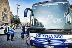 Staatsanwaltschaft Bielefeld legt den Fall zu den Akten +++  Kein Täter nach Schuss auf Hertha-Bus gefunden
