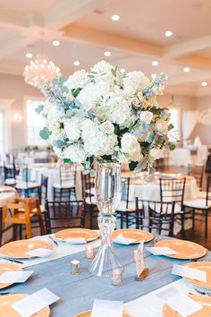 Floral Wedding Centerpieces Planning and Tips - Love It All Blue Hydrangea Centerpieces, Fall Wedding Centerpieces, Centerpiece Flowers, Centerpiece Ideas, Flower Decorations, Wedding Decorations, Wedding Ideas, Floral Wedding, Wedding Flowers