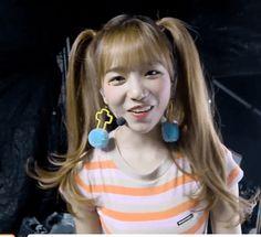 Yuri Gif, Sakura Miyawaki, Yu Jin, Japanese Girl Group, Kim Min, Ulzzang, My Girl, Crochet Earrings, Honey