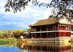 Chengde, Hebei#ChinaPatrimonio de la Humanidad por la UNESCO.Antigua residencia de verano de los emperadores, es un gran complejo de templos, palacios y edificios administrativos de gran belleza. www.maimaiwenhua.com  #ArteChino #ArteOriental #CulturaChina #Asia