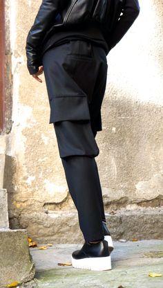Deze prachtige zwarte drop Kruis broek zullen uw Must have kledingstuk voor het nieuwe seizoen... Comfortabele en gemakkelijk te dragen tegelijkertijd tijd dus een vleugje elegantie en stijl... Ruime zijzakken en losse stijl krijgt u chique en edgy look. Draag hem met sneakers, trainers, wiggen, favoriete tee of bovenkant, of hoodie of trui of jas.. .of wat anders heb je gedachten zullen altijd gewoon PERFECT...  Grootte (XS, S, M, L, XL, XXL, 3XL)  Stof  hoge kwaliteit gedrukt fijne wol 97%…