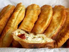 Czebureki z serem i suszonymi pomidorami. Dumplings, Hot Dog Buns, French Toast, Food And Drink, Appetizers, Cooking Recipes, Menu, Vegetarian, Bread