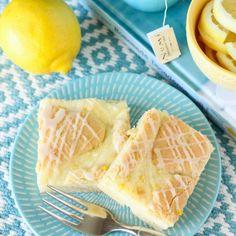Lemon Cheesecake Kuchen Bars: a simple, sweet, bright recipe for anyone who loves lemon!