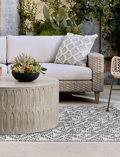 Concrete Outdoor Table, Round Outdoor Table, Concrete Coffee Table, Outdoor Table Settings, Indoor Outdoor Furniture, Outdoor Coffee Tables, Round Coffee Table, Outdoor Table Decor, Contemporary Outdoor Furniture