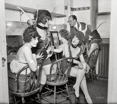 Entertainers, 1925 style.
