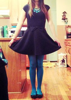 teal tights with teal statement necklace