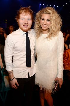 Recording artists Ed Sheeran (L) and Tori Kelly attended the 2015 Billboard Music Awards at MGM Grand Garden Arena on May 2015 in Las Vegas, Nevada. Vintage Hairstyles, Cute Hairstyles, Billboard Music Awards 2015, Big Night, Pin Curls, Ed Sheeran, Celebs, Celebrities, Great Hair
