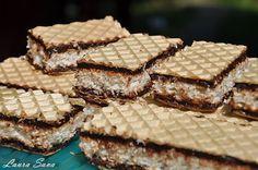 napolitane cu nuca de cocos Mini Desserts, Dessert Recipes, Mini Cakes, Coco, Fudge, Baked Goods, Sweet Recipes, Deserts, Food And Drink