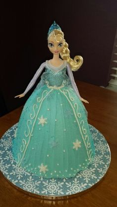 FROZEN .Queen Elsa doll cake.