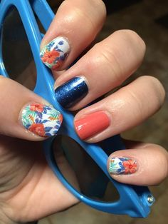 Florals and solids make this a perfect summer Jamberry manicure! #SapphireJN #GrapefruitJN #IslandDreamsJN