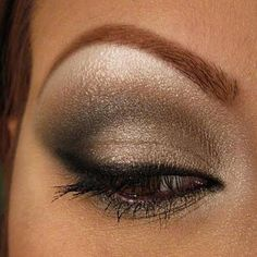 This shimmery smokey eye is perfect for any occasion! The metallic eyeshadow adds depth to the look. Pretty Makeup, Love Makeup, Makeup Tips, Makeup Looks, Makeup Ideas, Awesome Makeup, Gorgeous Makeup, All Things Beauty, Beauty Make Up