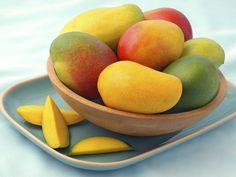 It Takes Two to Mango! This super fruit is high in fiber and low in calories, making it the ideal antioxidant snack to feast on. 8 Nutrition Facts About Mango + a delicious recipe for Mango Salsa! Kefir, Mango Verde, Mango Health Benefits, Fruit Benefits, Avocado, Cholesterol Lowering Foods, Cholesterol Symptoms, Cholesterol Levels, Fruits And Vegetables