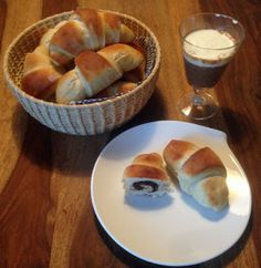 One of my favourite international breakfasts: Turinese. Find an easy recipe how to make Brioche with hazelnut cream. Blog Pictures, Vanilla Cream, Breakfast Recipes, Cloud, Easy Meals, Pie, My Favorite Things, Desserts, Chowder