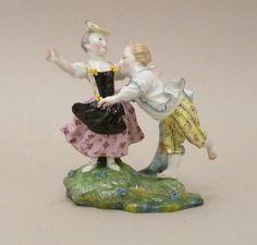 Hoescht ( Allemagne) Groupe De Danseurs. Fin XVIIIème siècle., Galerie Arcanes, http://www.antique-art-versailles.fr/annuaire/galerie-arcanes/