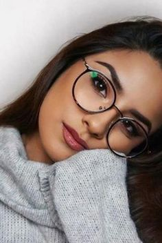 Unisex full frame mixed material eyeglasses World's Most Popular Online Eyeglass Store. Vision & Fashion The Frugal Way! New Glasses, Girls With Glasses, Glasses Style, Makeup With Glasses, Glasses For Round Faces, Glasses Outfit, Girl Glasses, Flower Power Hippie, Glasses Frames Trendy