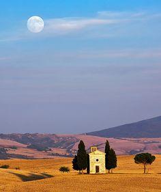 moon over tuscany #italy