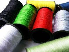 Máquinas de coser, confecciona ti misma tu propia ropa, elije tejidos, colores, texturas y ponte a ello http://www.qualimail.es/maquina-de-coser-con-costurero.html