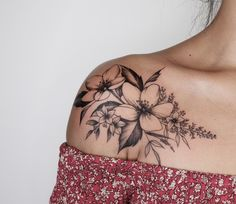 Sexy And Charming Shoulder Tattoo Designs For Women; Sexy Tattoo For Women;Floral Tattoos; Tattoo 30 Sexy And Charming Shoulder Tattoo Designs For Women - Page 16 of 30 Tattoo P, Lady Bug Tattoo, Piercing Tattoo, Body Art Tattoos, Piercings, Tattoo Fonts, Wrist Tattoo, Blade Tattoo, Thai Tattoo