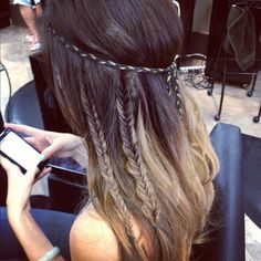 This hair! Braided locks and headband, for me hippie chic moments...