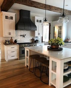 Small Kitchen Remodeling Perfect Farmhouse Kitchen Decorating Ideas For 2018 34 - Farmhouse kitchen style will be perfect idea if you want to have family gathering in your kitchen during meal time. Kitchen Decorating, Home Decor Kitchen, Kitchen Interior, New Kitchen, Kitchen Dining, Kitchen Cabinets, Awesome Kitchen, White Cabinets, Kitchen White