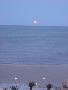 Lever de lune sur la mer à Canet en Roussillon !