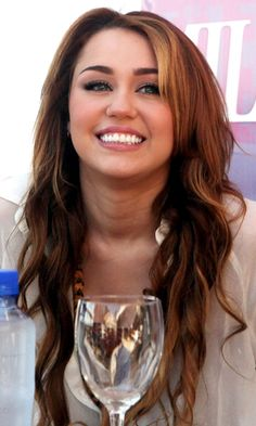 Miley Cyrus Goes For Her Tried And Tested Formula - A Beachy Waved Hairstyle, 2011