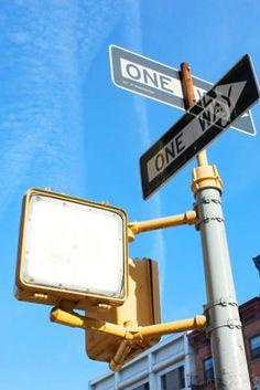 黄色と青のコントラストが美しい .NYCにて