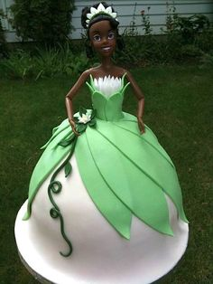 Tiana - Cake Wrecks - Home - Sunday Sweets: Princess Party! Bolo Barbie, Barbie Cake, Beautiful Cakes, Amazing Cakes, Princesa Tiana, Frog Cakes, Naked Cakes, Fantasy Cake, Cake Wrecks