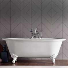Cambridge bath with traditional resin feet image 1