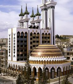 Ar-Rahman Mosque - Aleppo, Syria The mosque was built in 1978. It combines early Umayyad architecture & contemporary Islamic designs. The external walls are decorated with stones in the form of Quran...