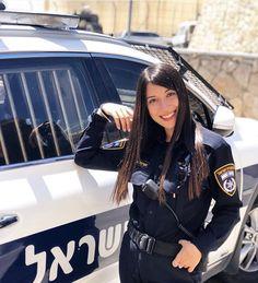 Military Women, Women Police, Israeli Female Soldiers, Israeli Girls, Idf Women, Girls Uniforms, Strong Girls, Professional Women, Powerful Women