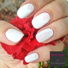 Perfect way to top of your look, beautiful nails.