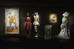 Khi tình trạng Covid-19 chưa thể kiểm soát triệt để thì nhà mốt Dior bất ngờ giới thiệu cuộc triển lãm mang tính quy mô qua kênh Youtube. Bài viết Dior giới thiệu triển lãm 'Christian Dior, Designer of Dreams' qua kênh trực tuyến đã xuất hiện đầu tiên vào ngày Luxury Inside. Luxury Beauty, Luxury Fashion, Christian Dior Designer, Luxury Homes Exterior, Gianfranco Ferre, Princess Margaret, Richard Avedon, Jackson Pollock, Raf Simons