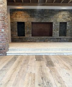 Wood Wrights   Wide Plank Knotted Oak