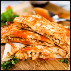 Healthy Recipes Healthy Buffalo Chicken Quesadillas packed with lean ground chicken, carrots, celery, cheese, and buffalo sauce is a deliciously simple recipe for only 316 calories. Just 4 Weight Watchers Freestyle Points Slender Kitchen, Plats Weight Watchers, Weight Watchers Meals, Weight Watcher Wraps, Weight Loss, Ww Recipes, Cooking Recipes, Microwave Recipes, Salmon Recipes