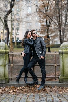 Timeless Classics, Twinning with Him in Leather Jackets - Outfit Fashion Matching Couple Outfits, Twin Outfits, Matching Couples, Rock Outfits, Edgy Outfits, Classy Outfits, Romantic Couples Photography, Couple Photography Poses, Wedding Couple Poses