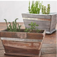 Decorative pieces full of style and character - creative planter - Decoration Solutions Large Planters, Wooden Planters, Zinc Planters, Ceramic Planters, Painted Pots, Hand Painted, Wheelbarrow Planter, Cooking Herbs, 5th Wedding Anniversary