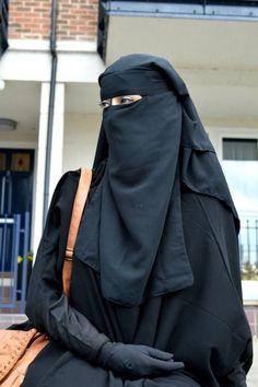 Arab Girls Hijab, Girl Hijab, Muslim Girls, Hijab Niqab, Muslim Hijab, Beautiful Muslim Women, Beautiful Hijab, Niqab Fashion, Muslim Fashion